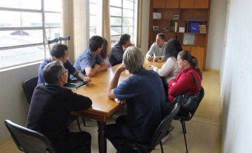Prefeito Eliseu recebe moradores em reunião