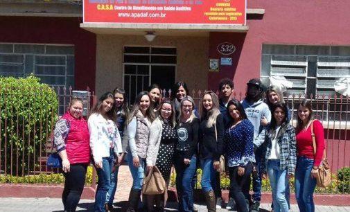 Alunos do magistério de Irineópolis visitam a Apadaf