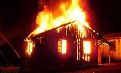 Duas casas ficam destruídas pelo fogo na região