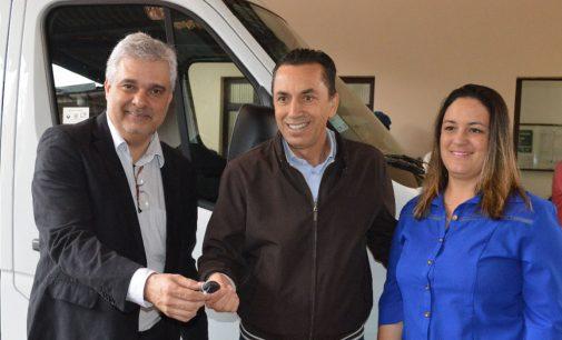 General Carneiro recebe nova Van para Saúde