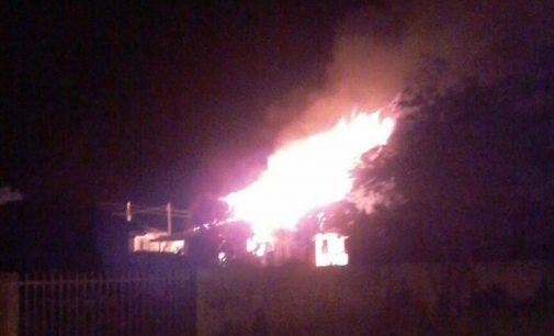 Incêndio destrói casa em Paulo Frontin e PM detém um
