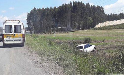 Veículo sai de pista na SC 135 em Porto União