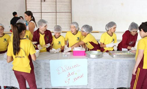 """Alunos realizam feira """"Jovem Empreendedor"""" em Bituruna"""