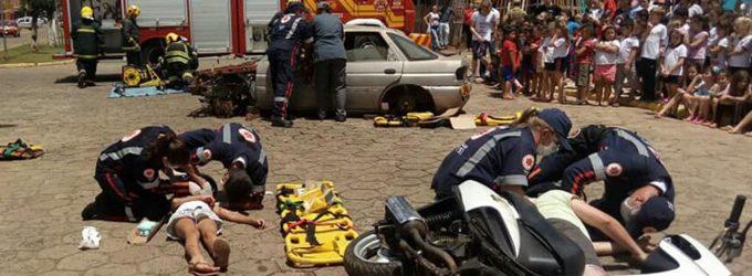 Bombeiros fazem simulação de acidente em Irineópolis