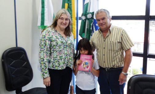 Com apenas 7 anos, Olga publica seu primeiro livro