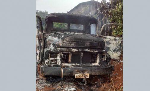 Incêndio destrói caminhão no interior de Cruz Machado