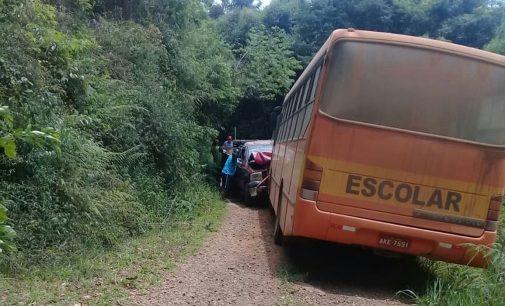 Ônibus se envolve em acidente no interior de cruz Machado