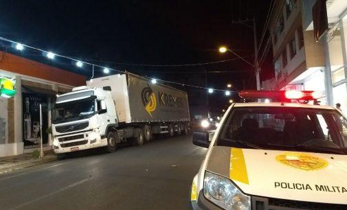 Caminhão danifica iluminação de Natal em UVA