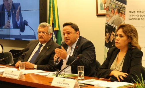 Hussein Bakri participa de Seminário de Educação em Brasília