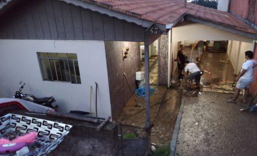 Morador perde tudo, após casa ser alagada em Porto União