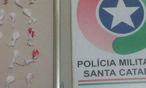 Policia Militar detém indivíduos com 35 buchas de maconha