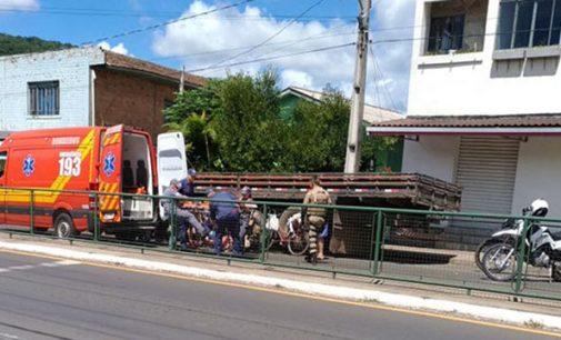 Senhora é atingida por rodado de caminhão em Porto União