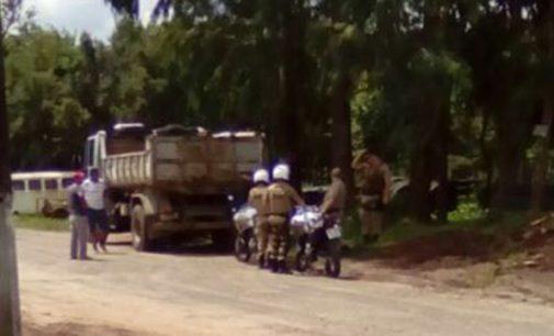 Caminhão atinge duas pessoas em Porto União