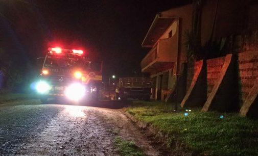 Bombeiros combatem incêndio em lixo de Porto União