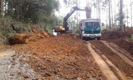 Estrada de São Domingos em Porto União recebe melhorias