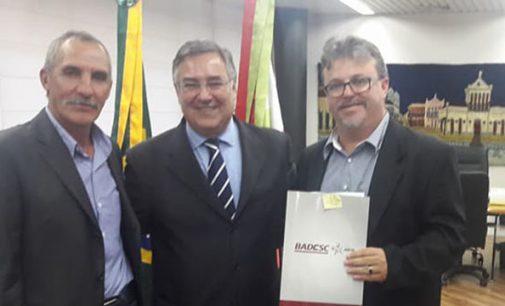 Governador Colombo recebe prefeito de Matos Costa