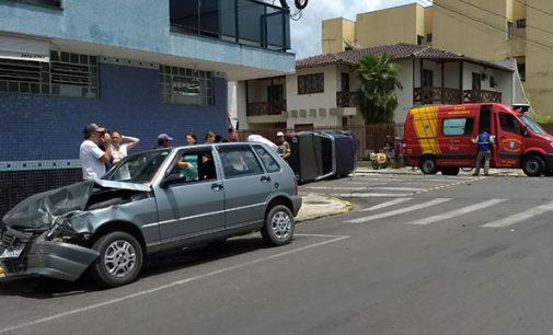 Veículo capota no centro de União da Vitória