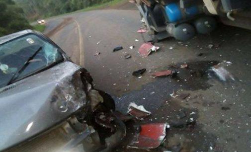 Acidente na PR 170 envolve carro e caminhão