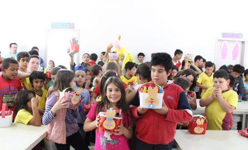 Alunos de Bituruna recebem cestinha de Páscoa