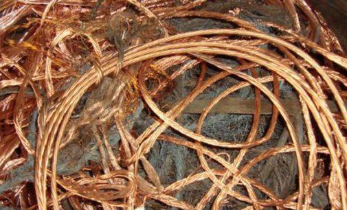 Homem é preso por receptação de fios de cobre