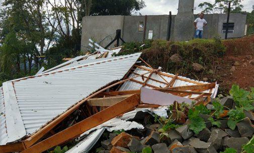 Tempestade deixa estragos em Cruz Machado