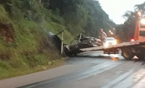 Veículo colide em barranco e pega fogo em União da Vitória