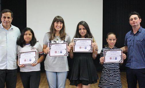 Cultura de UVA faz entrega de certificados do concurso de desenho