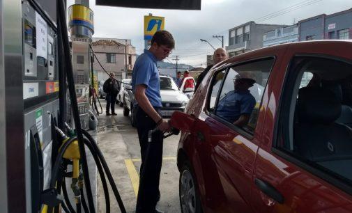 Posto Ravanello recebe três caminhões com gasolina