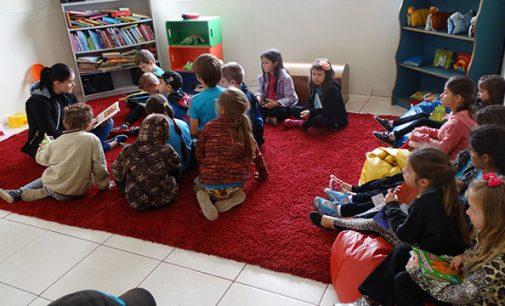 Biblioteca Cidadã de Cruz Machado recebe visita de alunos