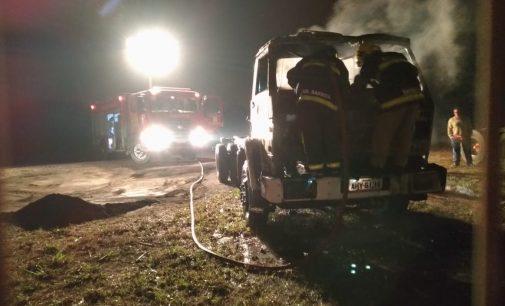 Incêndio destrói caminhão na BR 476 em União da Vitória