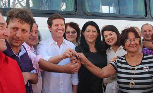 Melhor idade de União da Vitória recebe novo ônibus