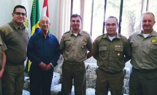 Policiais de PU recebem visita de José Martins