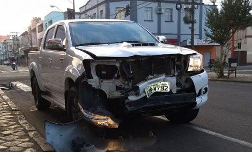 Semana inicia com acidente no centro de UVA