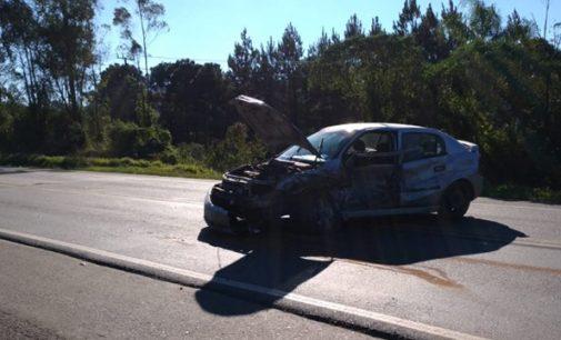 Veículo colide com rodado de caminhão na BR 153