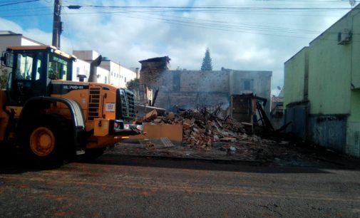 Fachada do antigo Hotel Neumann é demolida