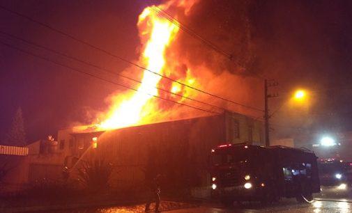 Hotel é destruído por incêndio em UVA