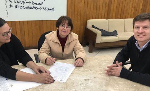Moradores recebem escritura de desapropriação em UVA