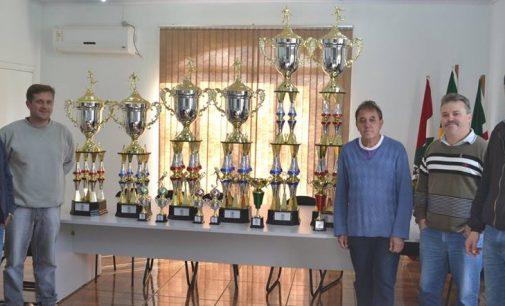 Prefeito Raul apresenta a premiação do Campeonato de Futsal