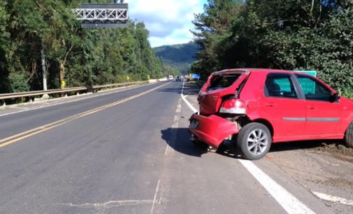 Veículo é atingido na traseira em acidente na BR 153
