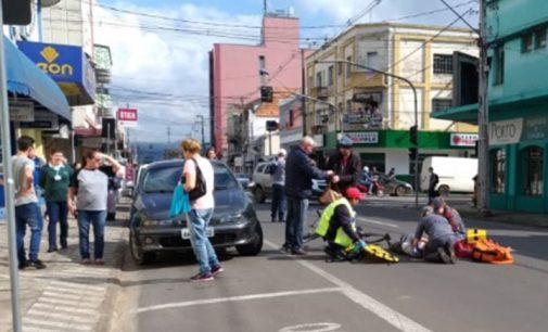 Ciclista é atingida por veículo no centro de Porto União