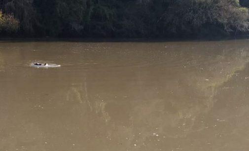 Barco vira e deixa dois mortos em Porto Vitória