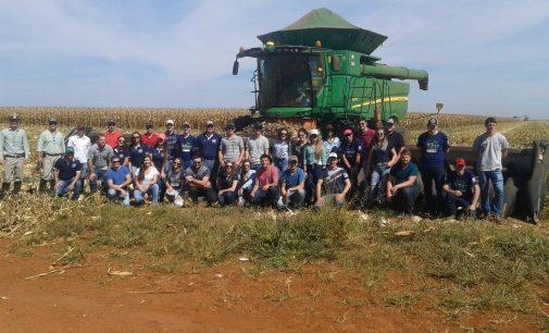 Acadêmicos da Uniguaçu realizam visita técnica na SLC Agrícola