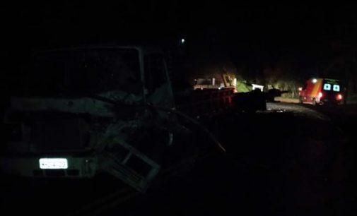 Acidente na PR 447 envolve dois caminhões