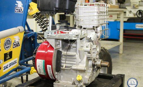 Motor de veículo BAJA da Uniguaçu é restaurado