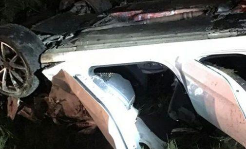 Veículo capota na BR 153 e deixa um morto e dois feridos