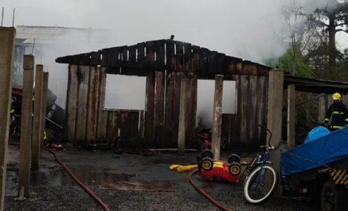 Incêndio destrói residência em União da Vitória