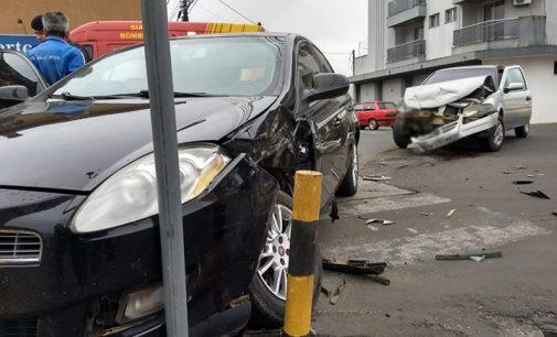 Duas pessoas ficam feridas em acidente no centro de UVA