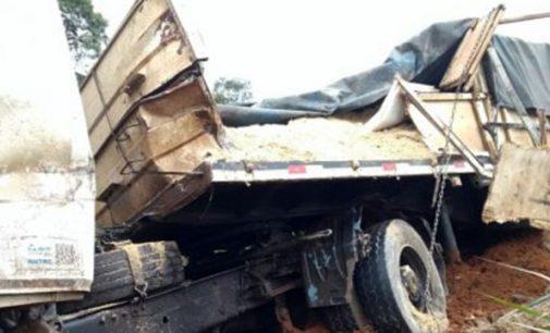 Acidente na BR 153 envolve dois caminhões em General Carneiro