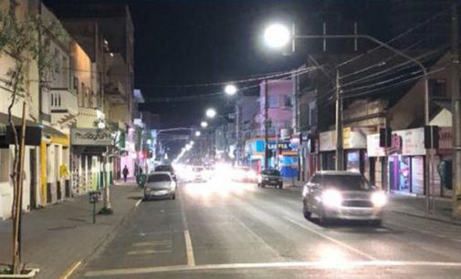 Avenida Manoel Ribas recebe iluminação de LED