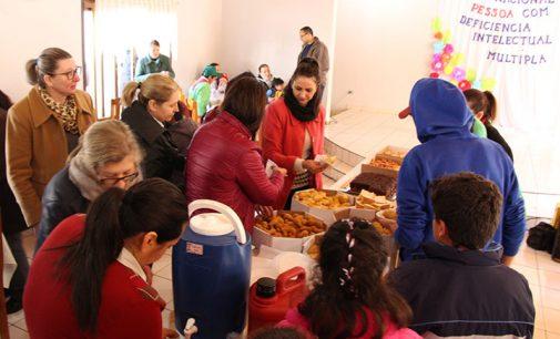 Bituruna comemora atividades com crianças da Apae